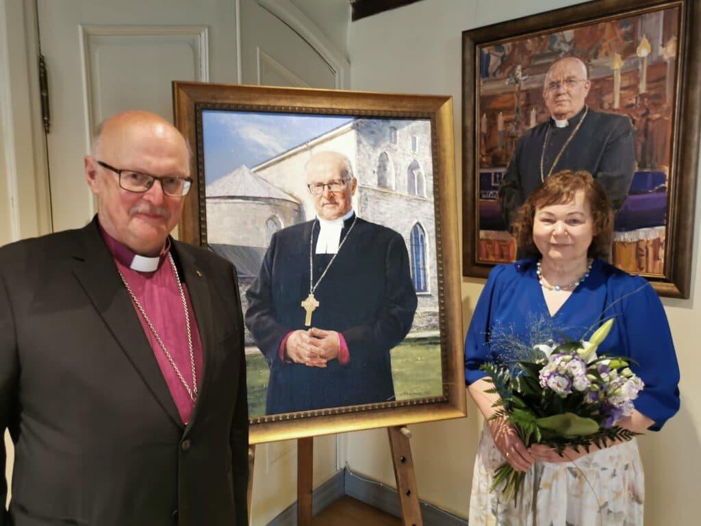 Piiskop Salumäe koos abikaasaga pärast maali avamist